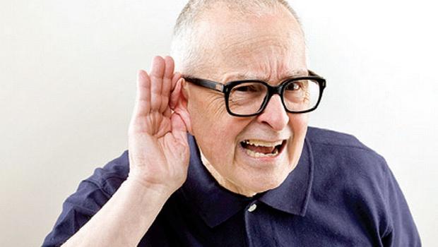 La pérdida auditiva durante la vejez aumenta el riesgo de depresión, deterioro cognitivo o aislamiento social.