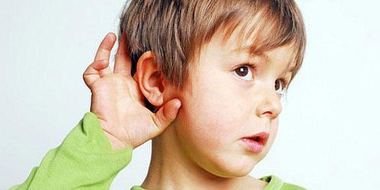 Los padres suelen prestar poca atención a la salud auditiva de sus hijos
