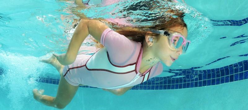 Consejos para cuidar tus ojos y oídos en verano