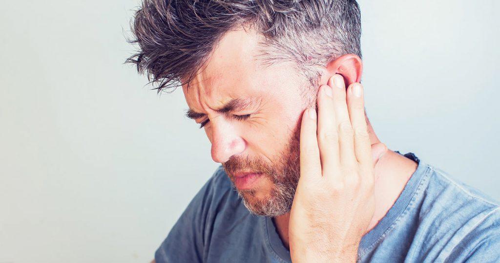 ¿Qué son los zumbidos o pitidos en el oído?
